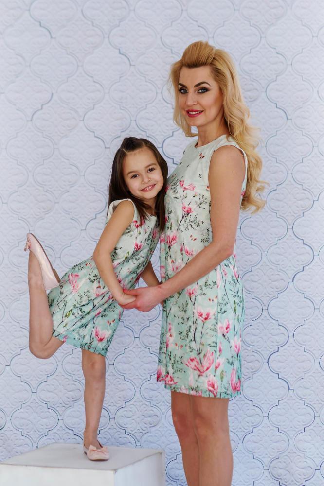 l'atteggiamento migliore b8a48 63b47 Mom-Friend | MAMMA e FIGLIA - Abito / vestito corto in pizzo delicato con  fiori primaverili *Magnolia*